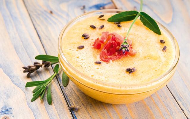Melone in Glasschale mit Joghurt angemacht (verweist auf: Köstliche Kugeln – Melonen in vielen Varianten)