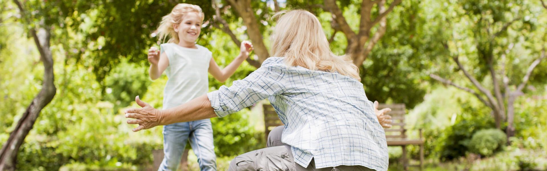 Kind, dass auf seine Mutter zuläuft (verweist auf: BKK-Anzeige